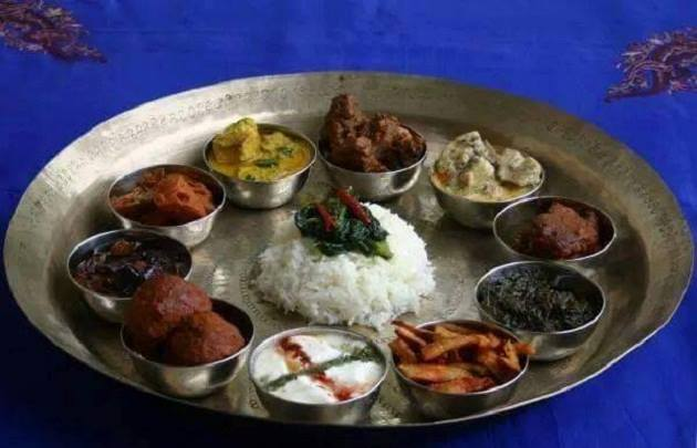 Rice dishes along with meat preparations such as rogan josh, yakhini, harissa etc form the delicious Kashmiri thali.