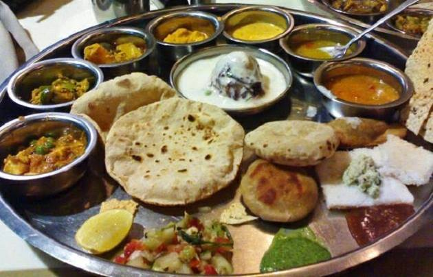 Comprising of both vegetarian & non-vegetarian dishes, the thali has delectable varieties such as bharwan chicken pasanda, mutton kofta, aloo rasedaar, keema dum, naans & desserts as imarti, pedas & balushahi