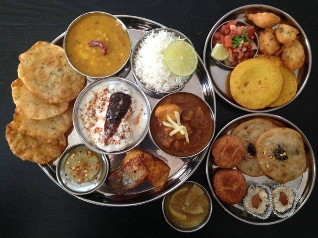 The state's thali has mouth-watering dishes such as chhilka, dhuska, kurthi daal, red rice, lal saag, dehati chicken, dudh peetha, sattu ka parantha, ghugni, litti chokha, balushahi etc