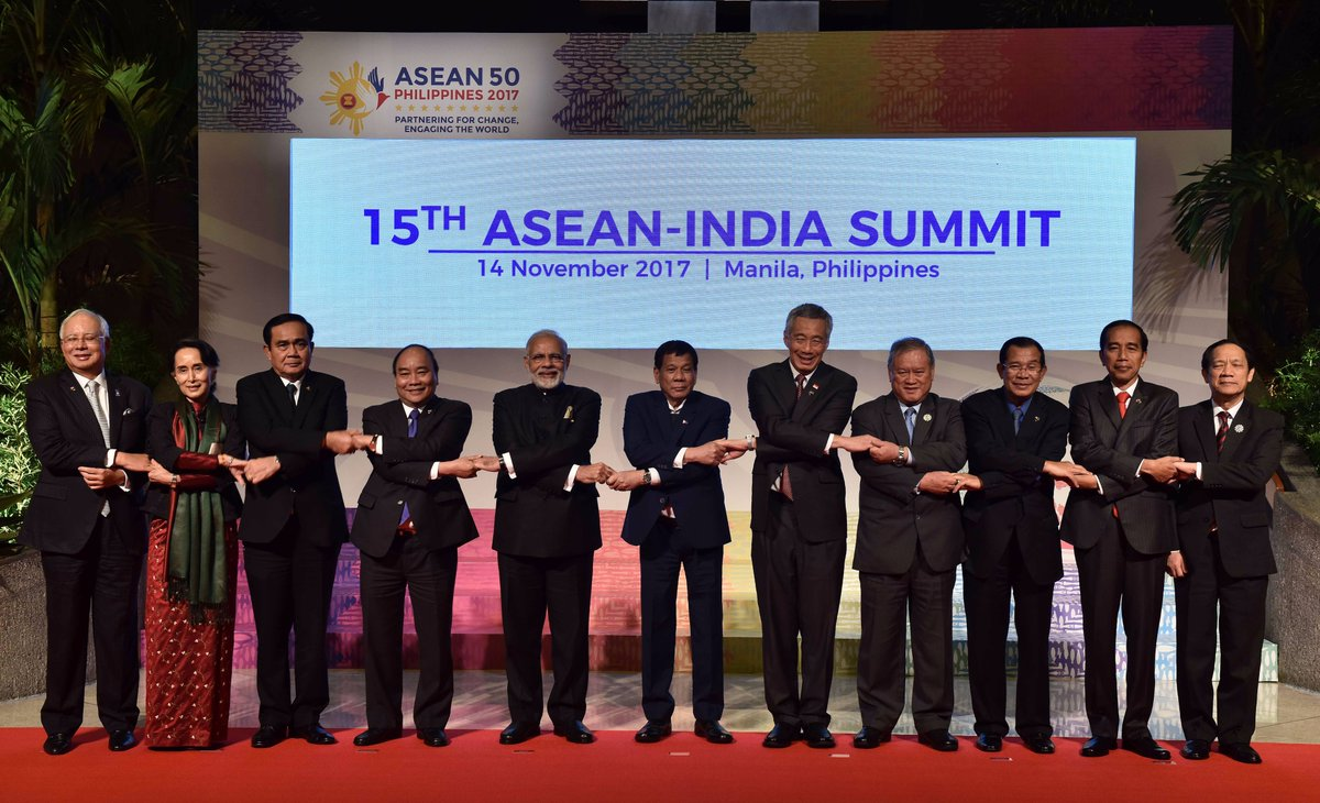 Indian PM Narendra Modi (5th from left) with the leaders of ASEAN at the 15th ASEAN-India Summit in Manila in November 2017.