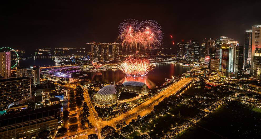 Get ready for the visual extravaganza which will be unfolded on the skyline of Singapore as the country is set to welcome the new year 2018. Photo courtesy: Facebook