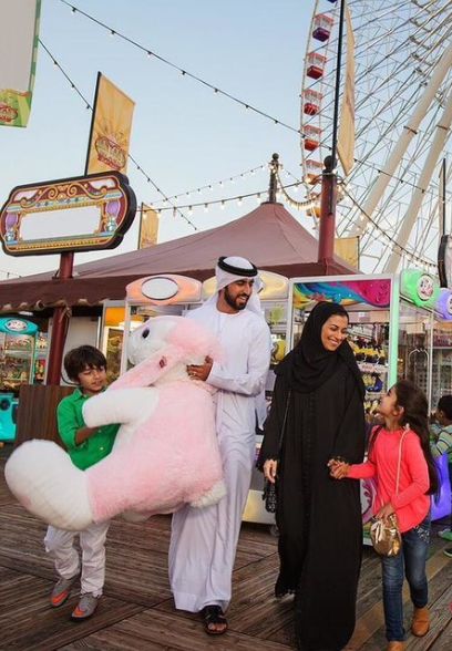 For every AED200 spent at a participating mall, customers are entitled to participate in the weekly raffle draw.