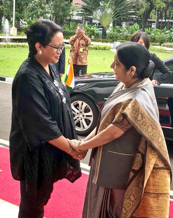 EAM @SushmaSwaraj thanking her host Retno Marsudi, Foreign Minister of Indonesia following a successful Joint Commission Meeting in #Jakarta today.