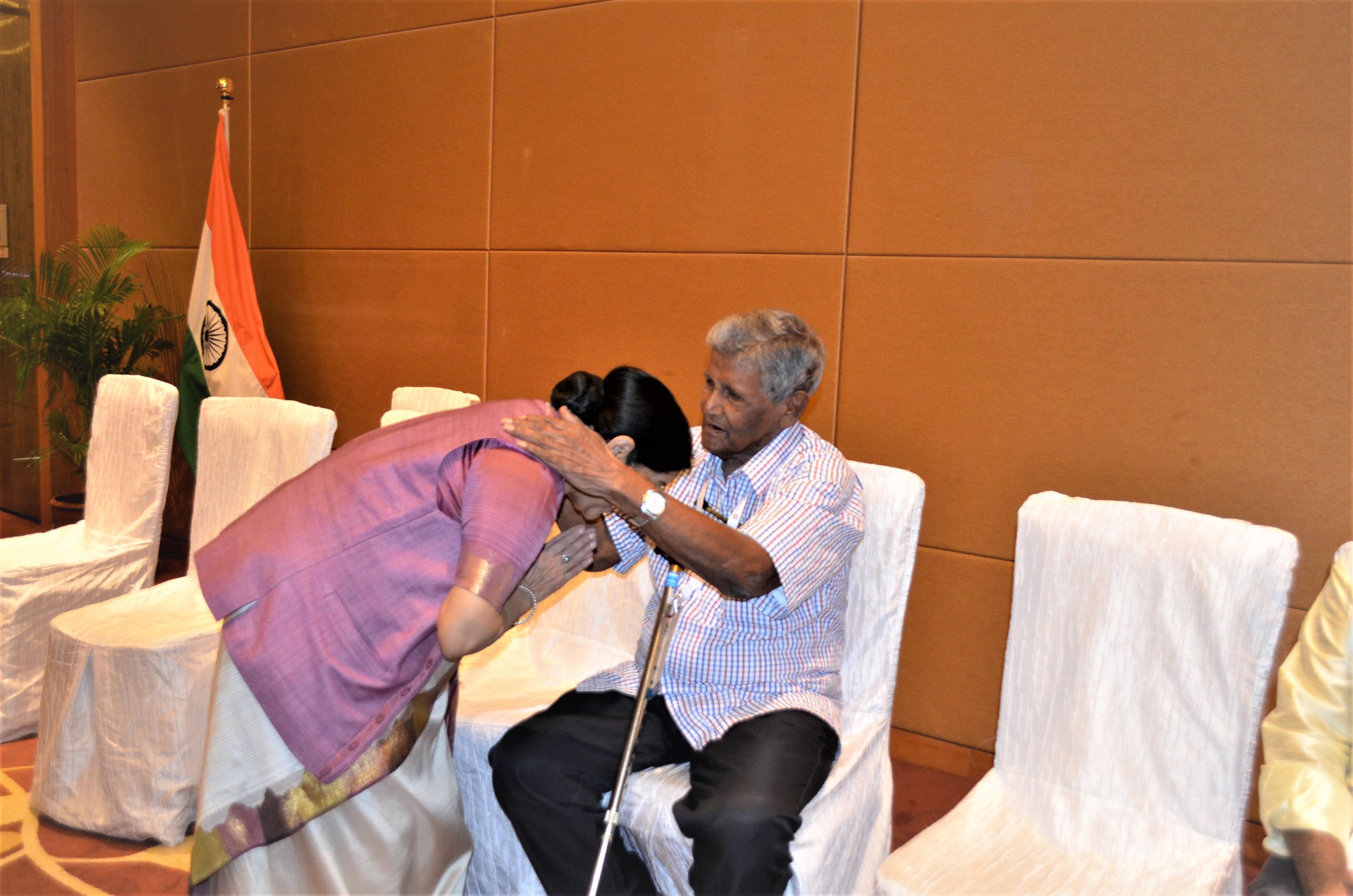 Sushma Swaraj greeting Indian National Army veteran at the ASEAN India PBD.