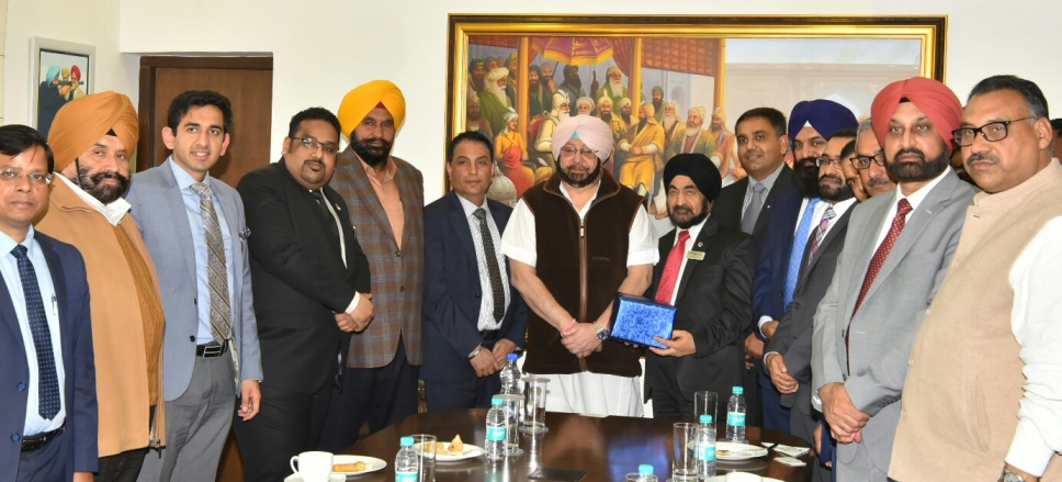 Captain Amarinder Singh, Chief Minister of Punjab (seventh from left) along with members of Indo-Canada Chamber of Commerce.