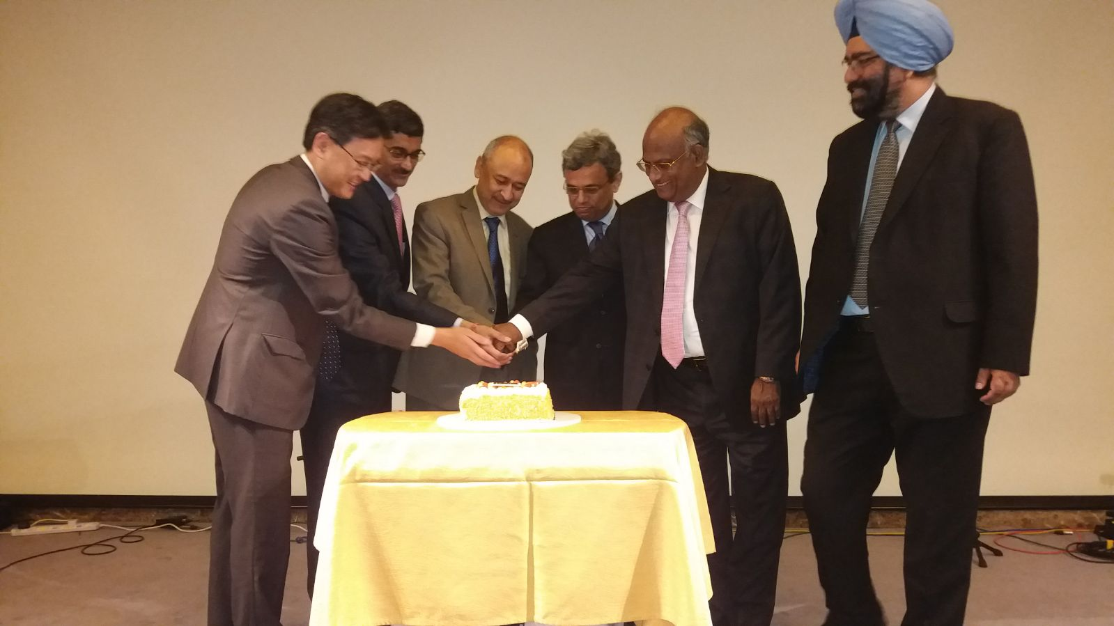 HE Jawed Ashraf, High Commissioner of India, Singapore (centre), Air India's Chairman and Managing Director Pradeep Singh Kharola (3rd left), KV Rao, resident director, ASEAN region, Tata Sons (2nd right) and other attendees at the cake-cutting ceremony to commemorate Air India's second frequency of service to Singapore. Photo courtesy: Air India