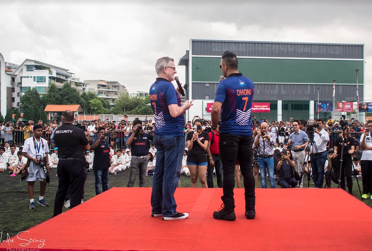 Mark van Cuylenburg, popularly known as The Flying Dutchman also a Dhoni fan engages with M S Dhoni in front of the crowds. Photo courtesy: IndieStrings