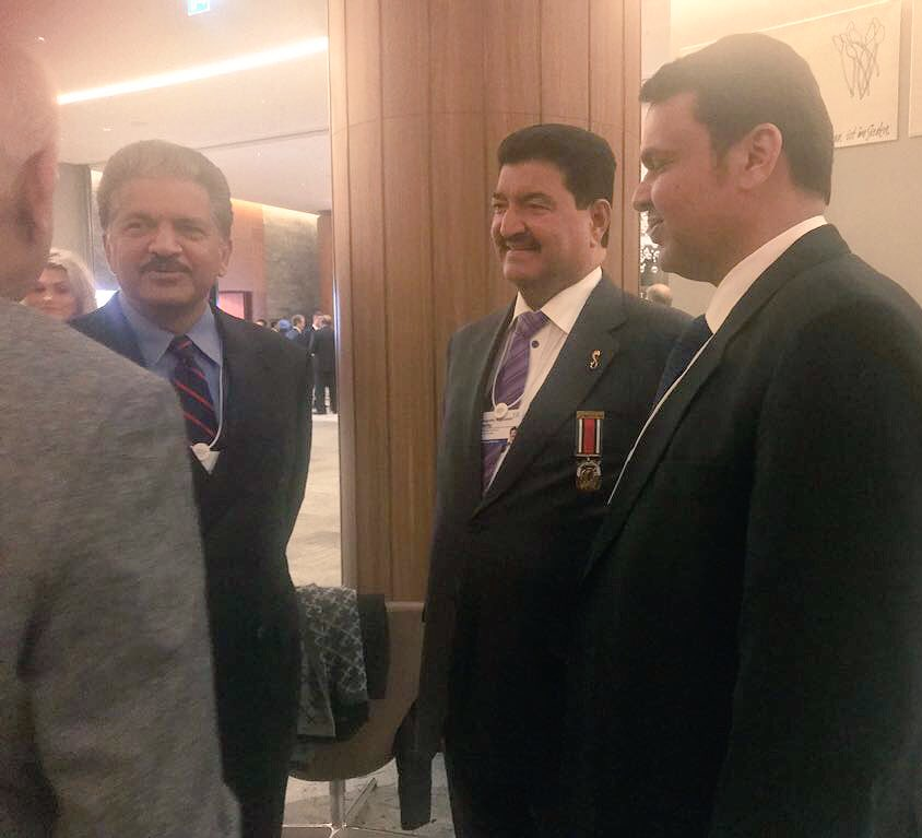 Chief Minister of Indian state of Maharashtra Devendra Fadnavis interacting with business leaders, CEOs and dignitaries at the welcome reception at Davos. Photo courtesy: Twitter@CMO Maharashtra