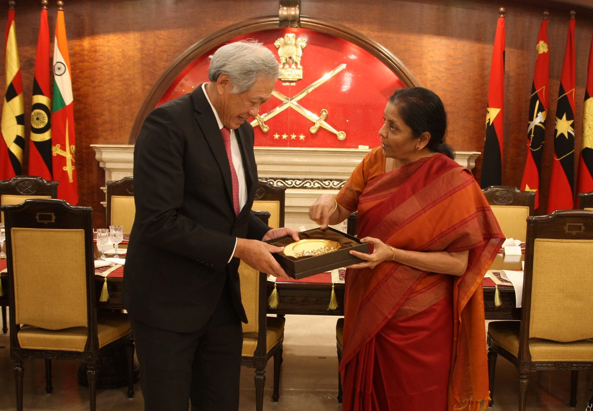 Indian Minister for Defence Nirmala Sitharaman and Defence Minister of Singapore Dr Ng Eng Hen at Army Battle Honours Mess, New Delhi on November 29, 2017. Photo courtesy: Ministry of Defence