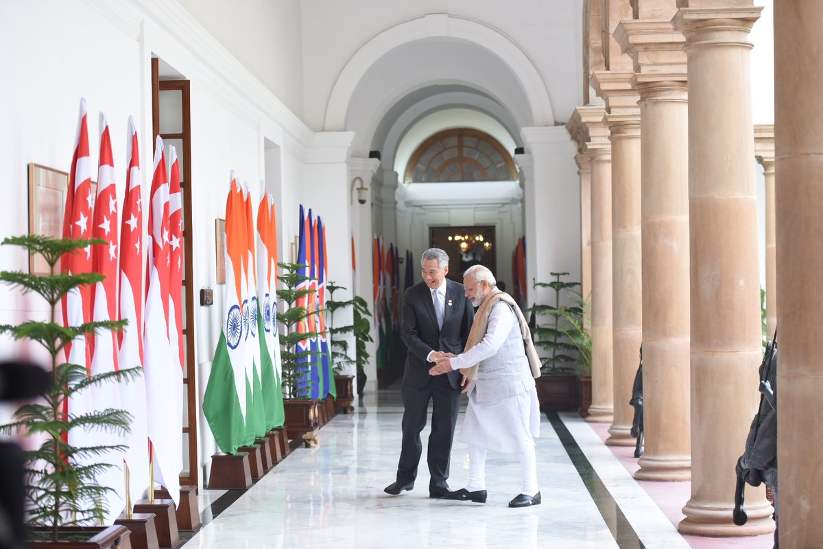 Indian Prime Minister Narendra Modi enjoys a close bonhomie with Prime Minister of Singapore Lee Hsien Loong. Photo courtesy: Twitter@MEA