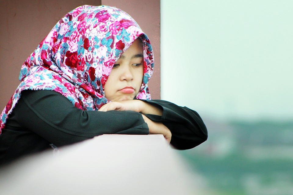 The school, with a majority of pupils from Indian, Pakistani or Bangladeshi backgrounds, had earlier urged the UK government to issue clear guidelines on the issue of hijab-wearing