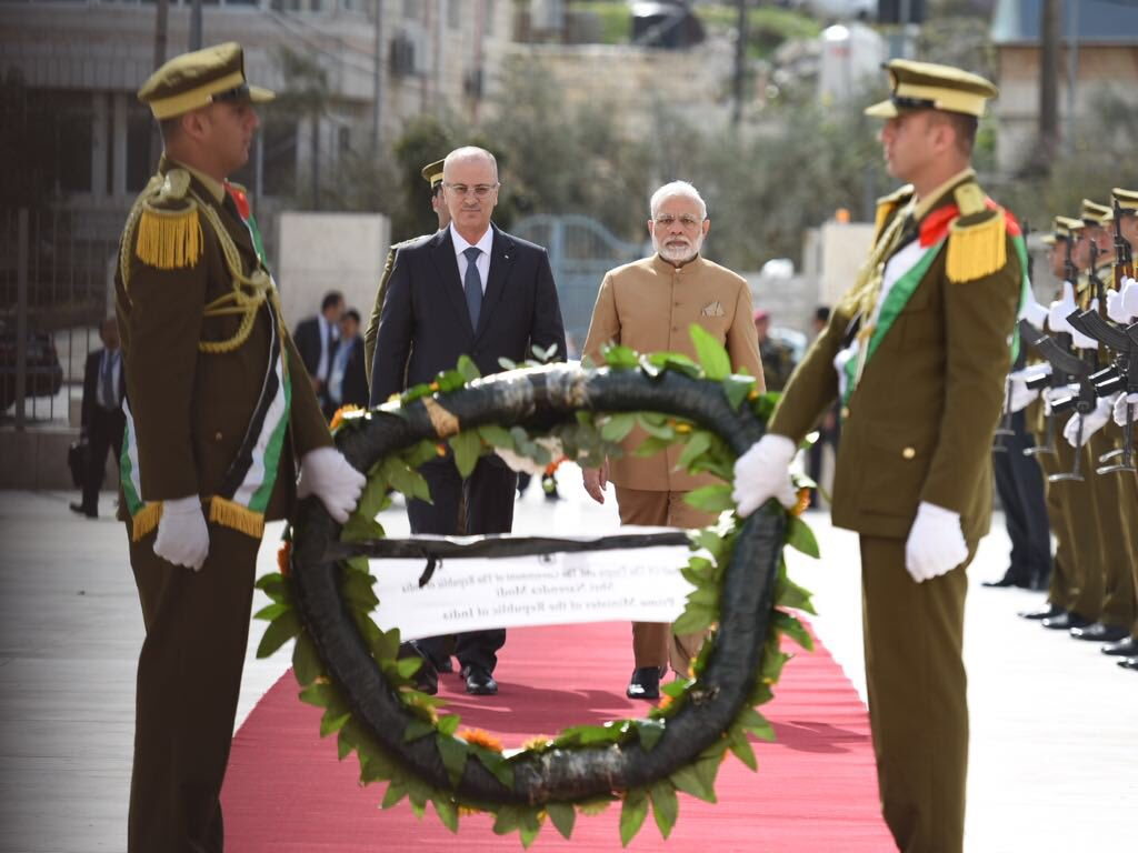 Indian Prime Minister Narendra Modi laying a wreath at the mausoleum of late President Yasser Arafat at Ramallah.