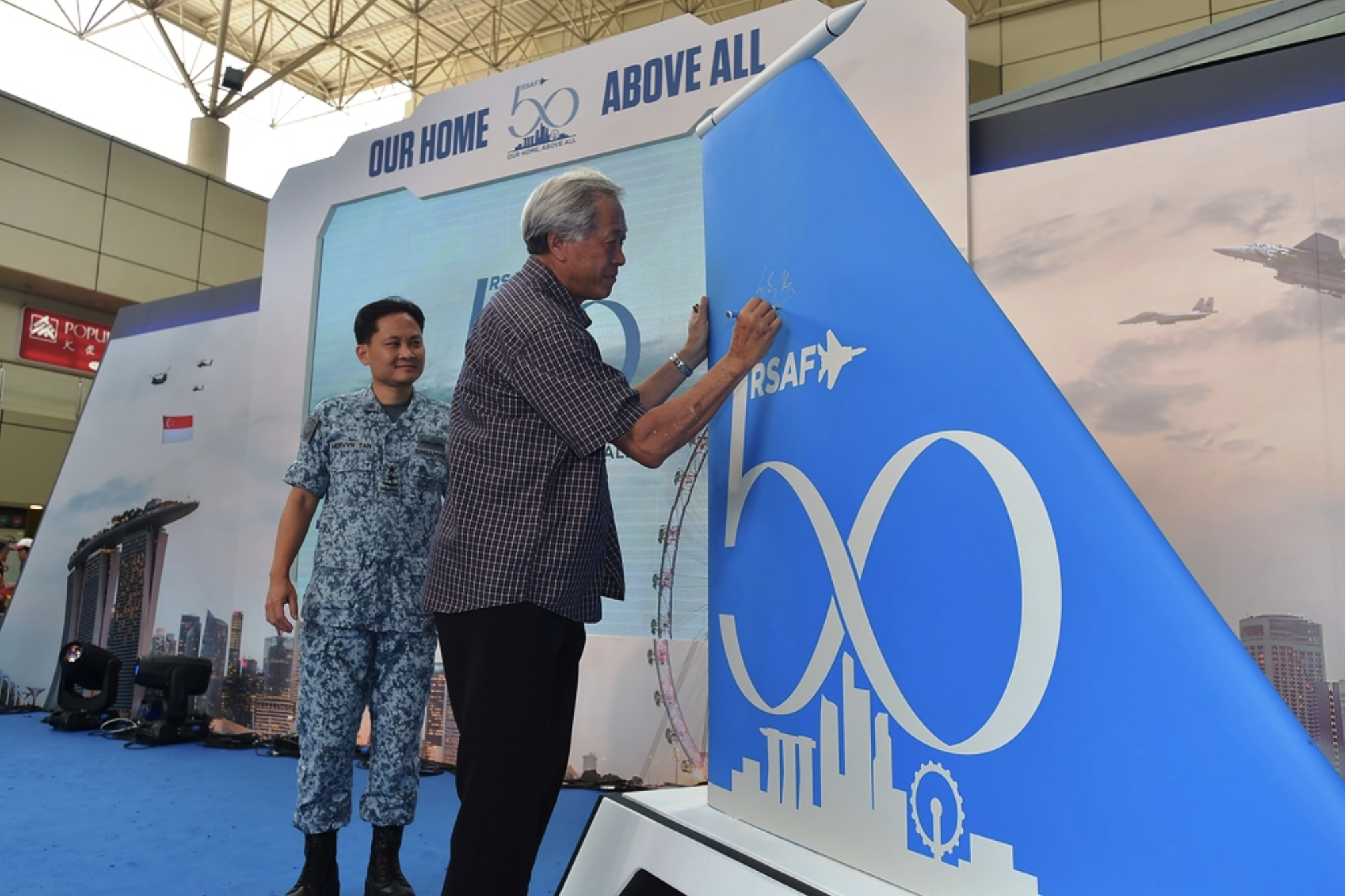 Minister for Defence Dr Ng Eng Hen officiating the launch of RSAF50@Heartlands at Toa Payoh HDB Hub. Photo courtesy: Mindef