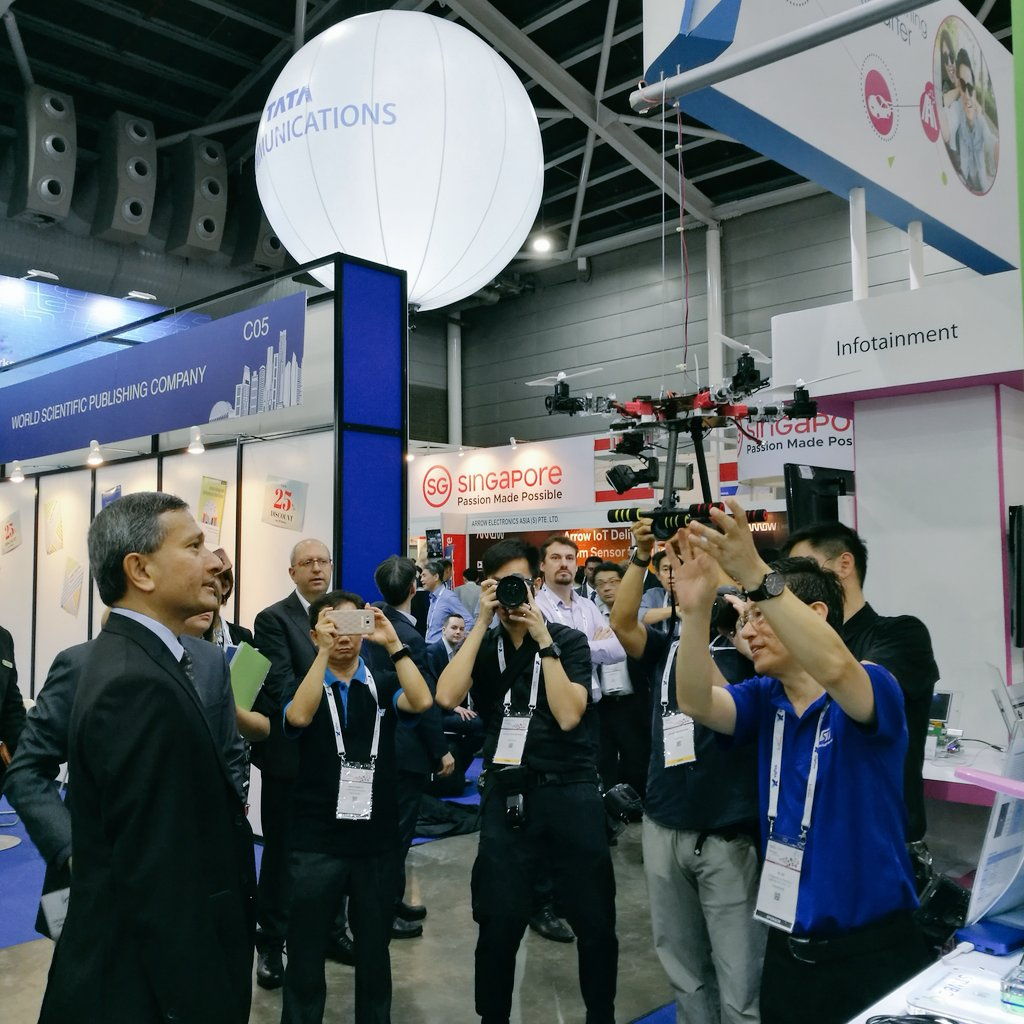 Dr Vivian Balakrishnan taking a look at one of the many innovative solutions on display at IoT Asia Conference.