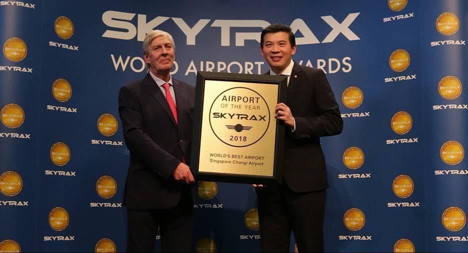 Mr Lee Seow Hiang, CEO of Changi Airport Group (right) receiving the Skytrax World's Best Airport Award from Mr Edward Plaisted, CEO of Skytrax. Photo courtesy: Changi Airport Group