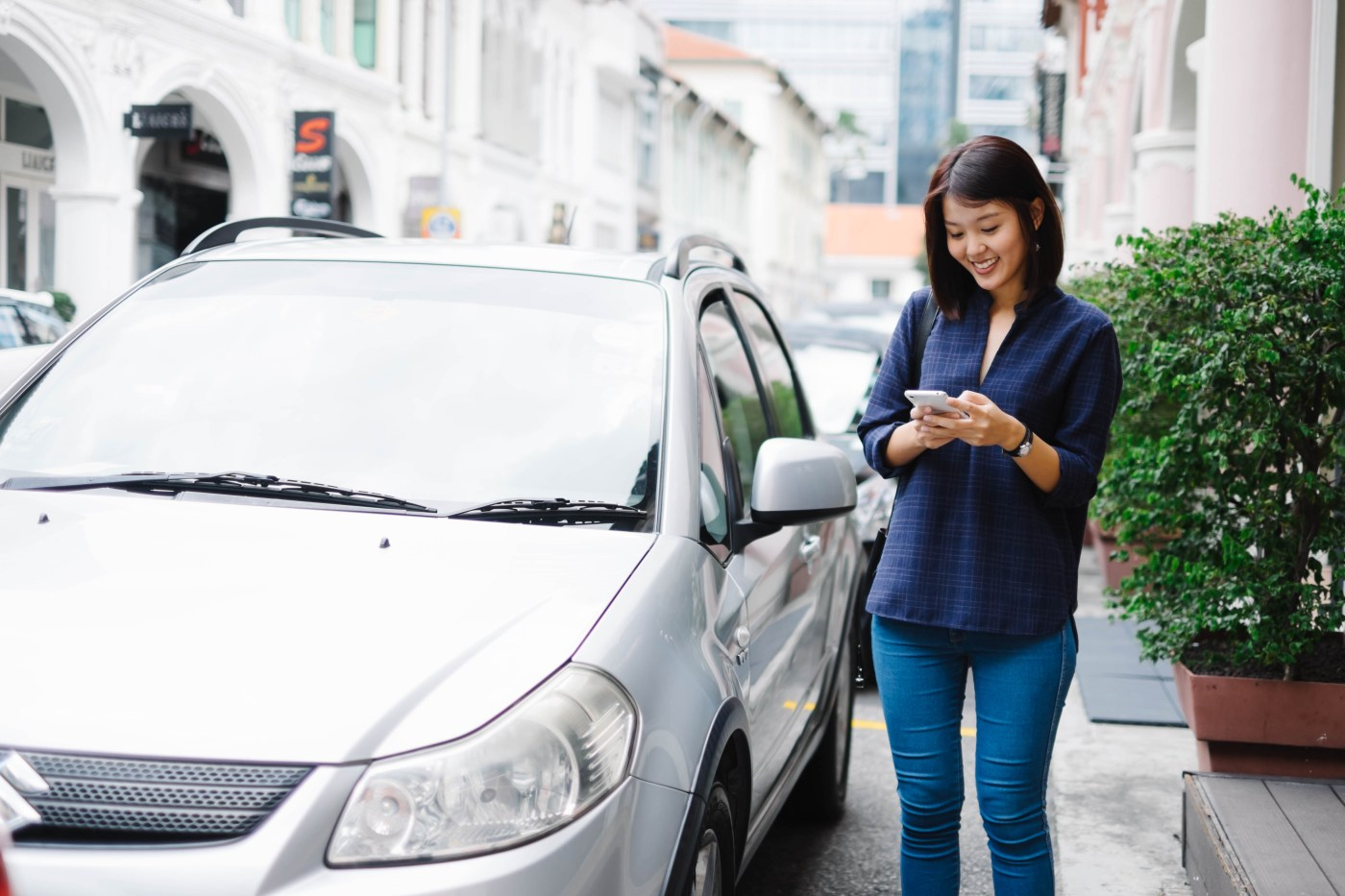 The carpooling app Ryde will launch its new private-hire car service RydeX in Singapore.