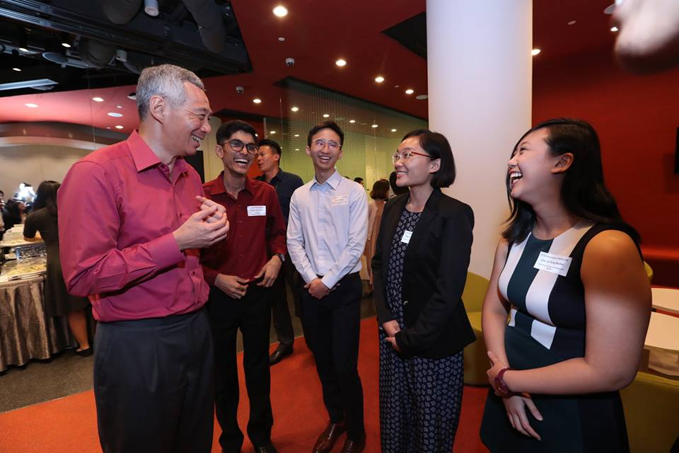 Prime Minister Lee Hsien Loong interacting with the students of SUTD.