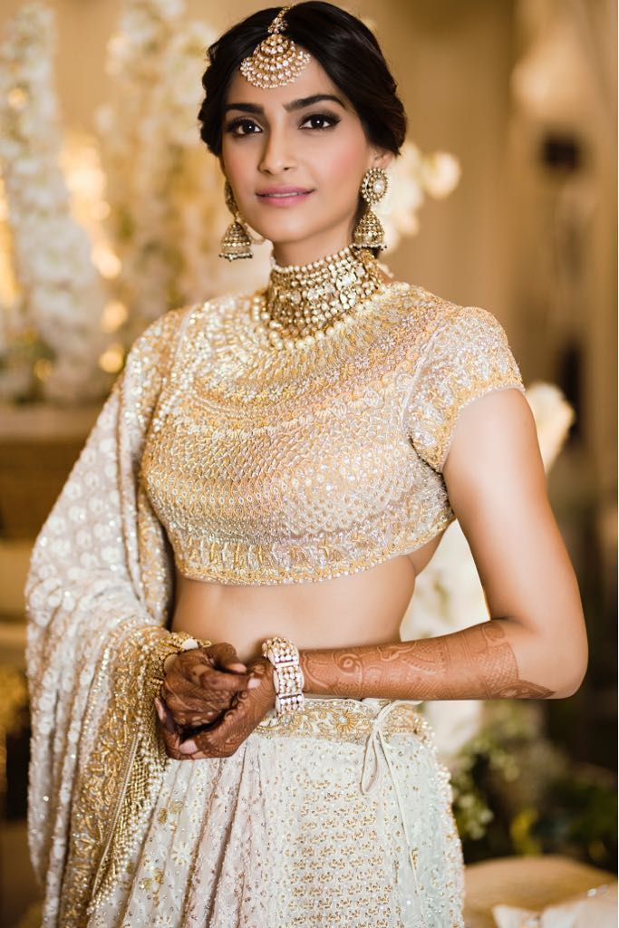 Sonam Kaooor is dressed in white and golden for her mehendi ceremony.