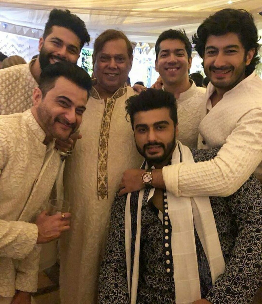 And comes the Kapoor boys clan spotted having a gala time during the Mehendi ceremony.