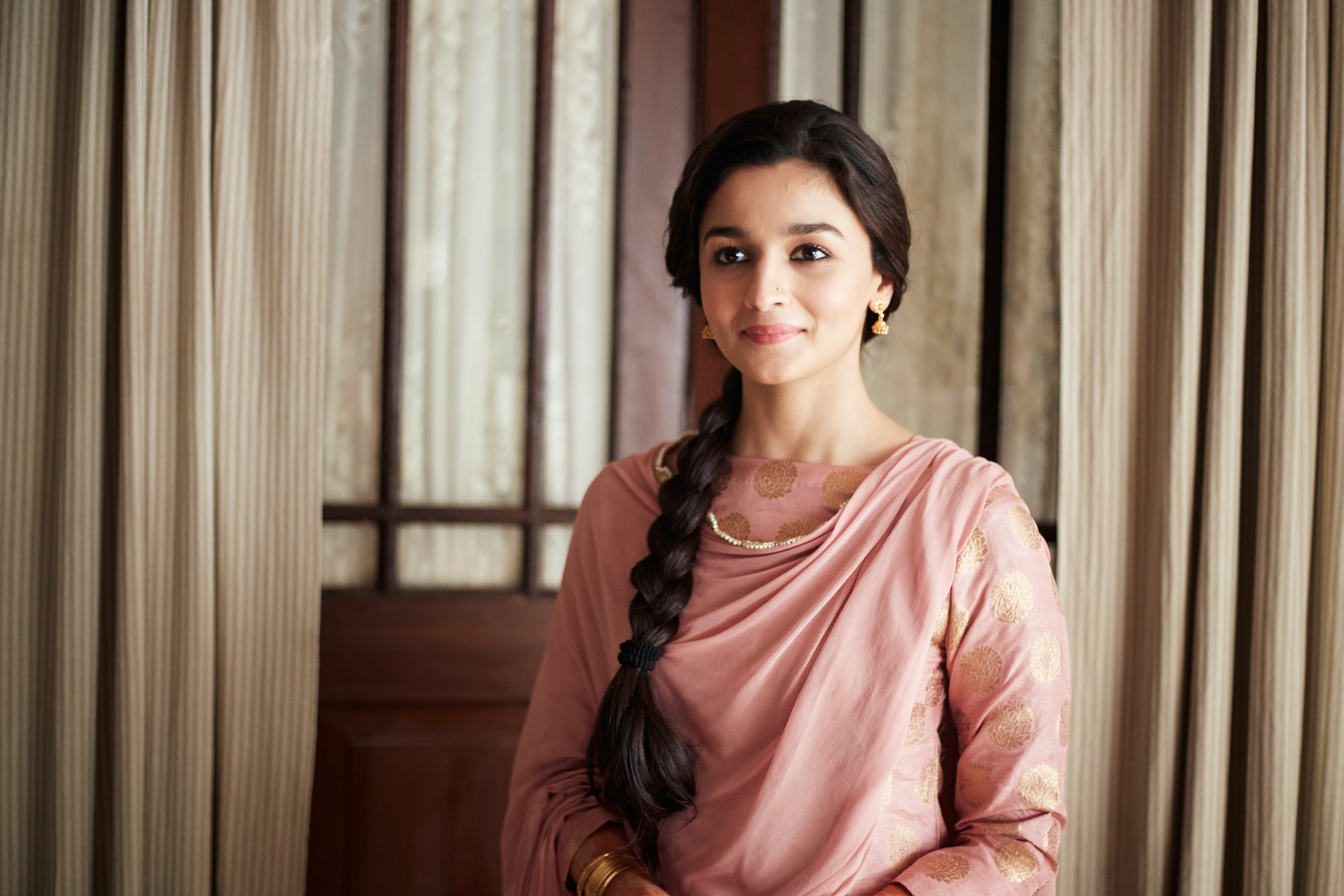 The protagonist Sehmat, played by Alia Bhatt, transforms into an Indian spy on the order of her father.