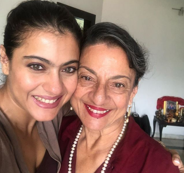 Kajol posted a picture with mother Tanuja.