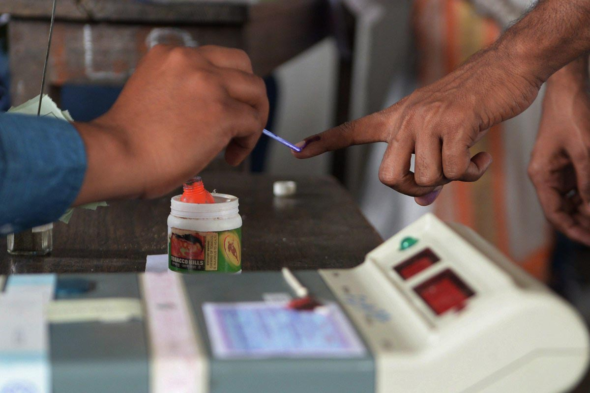 Indian Embassy of Oman has urged NRIs living in the country to register as overseas voters.
