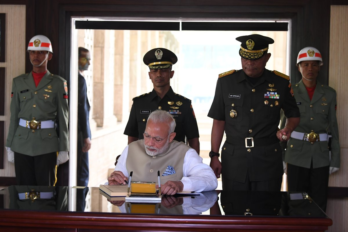 Indian Prime Minister Narendra Modi signing the visitor's book at the Kalibata National Heroes Cemetery in Jakarta.