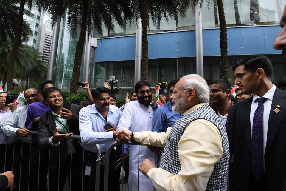 Men of the Indian community made a queue outside Fullerton Hotel and shaked hands with the PM Modi.