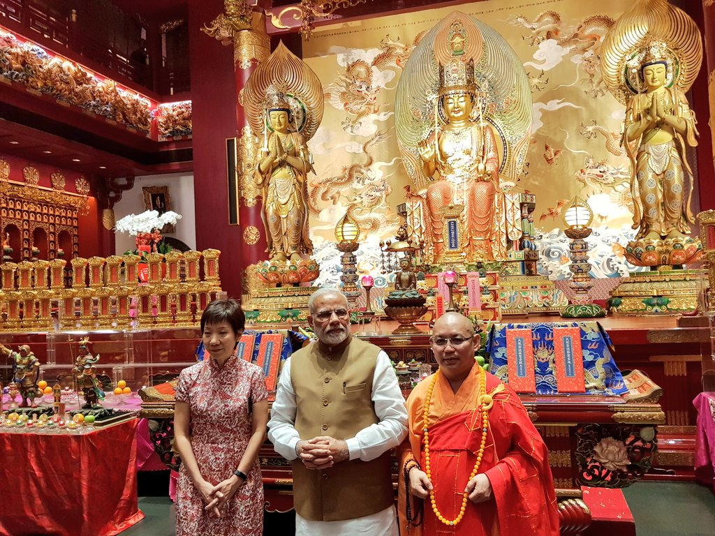 PM Modi along with Singapore Culture Minister Grace Fu Hai Yien (extreme left) at the Buddha Tooth Relic Temple and Museum.