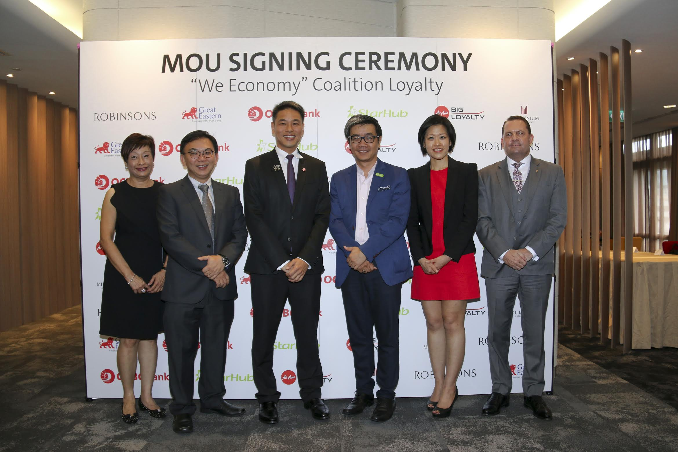 Ms Donna Chua, Group Marketing Director, Robinsons; Mr Ryan Cheong, Managing Director, Strategy & Transformation, Great Eastern; Mr Desmond Tan, Head, Group Lifestyle Financing, OCBC Bank; Mr Howie Lau, Chief Marketing Officer, StarHub; Ms Heather Goh, Chief Marketing Officer, AirAsia BIG Loyalty; Mr Lee Richards, Vice President, Operations, South East Asia, Millennium Hotels and Resorts. Photo courtesy: OCBC
