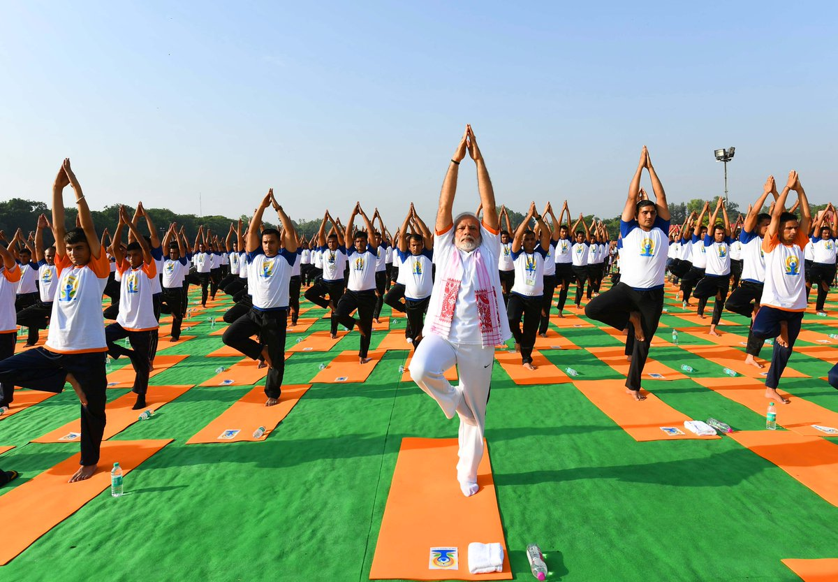 Indian PM Narendra Modi leading the yoga session in Dehradun on IDY 2018.