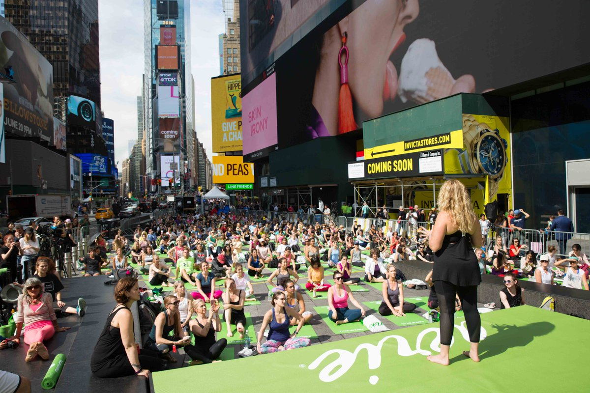 Yoga enthusiasts gathered at Times Square for the IDY 2018 celebrations. Photo courtesy: Twitter/@TimesSquareNYC
