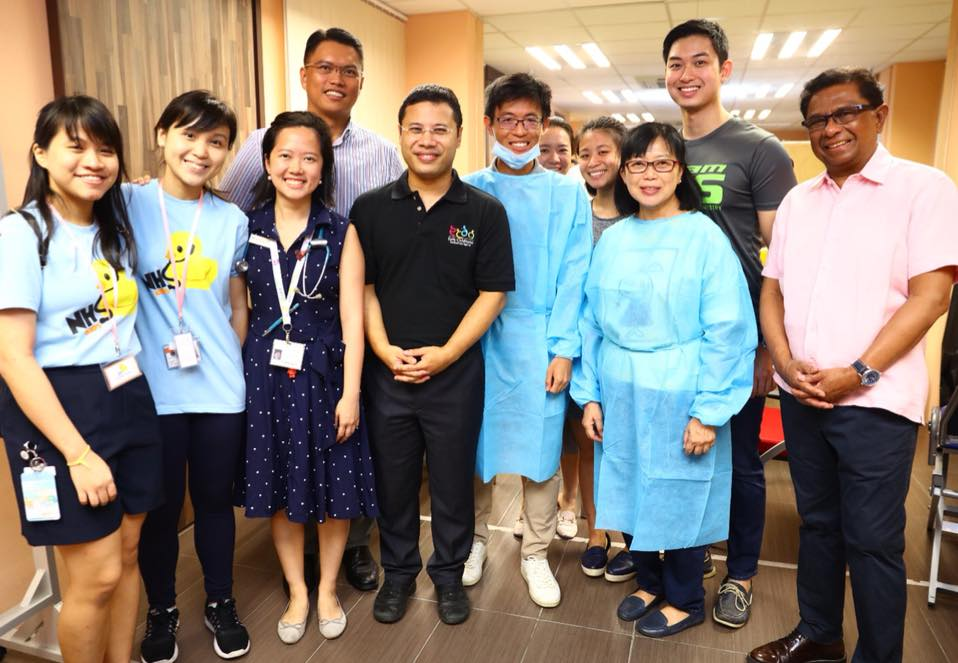 Desmond Lee, Social and Family Development Minister of Singapore, along with the volunteers and healthcare staff.