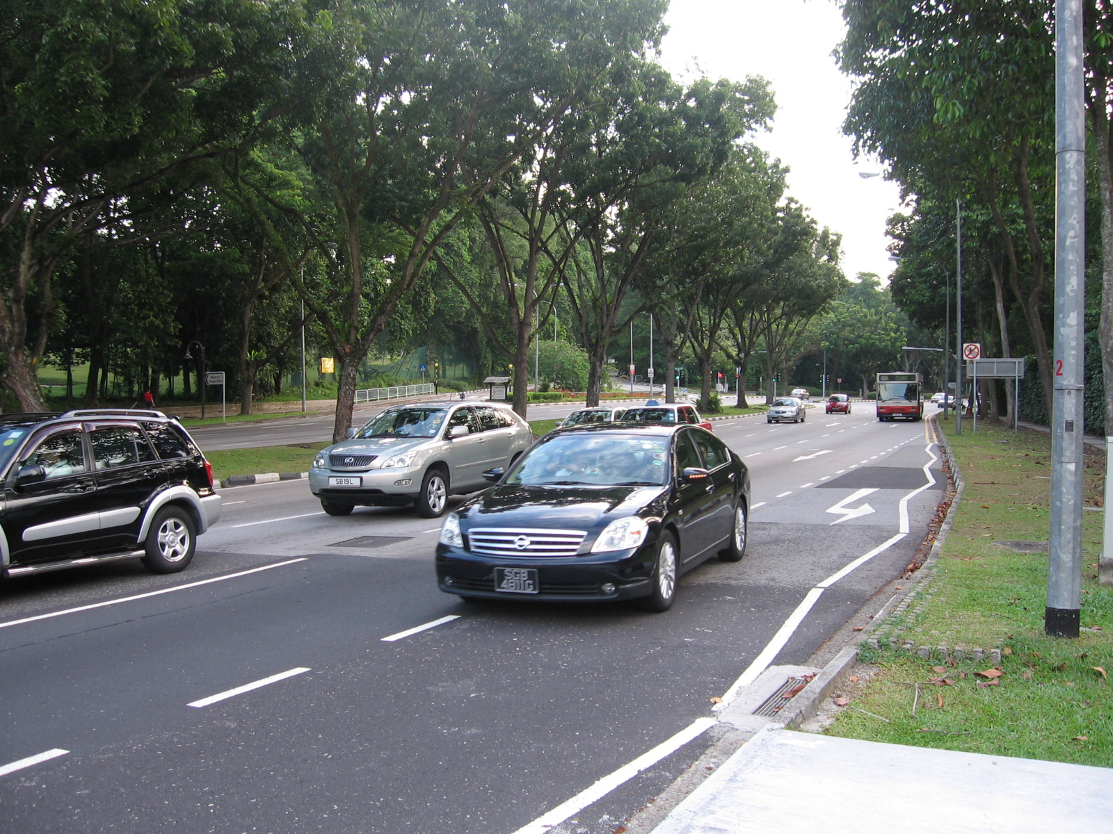 Certificate of Entitlement (COE) premiums for small and large cars in Singapore fell to the lowest in over eight years in the latest bidding exercise. Photo courtesy: Wikimedia