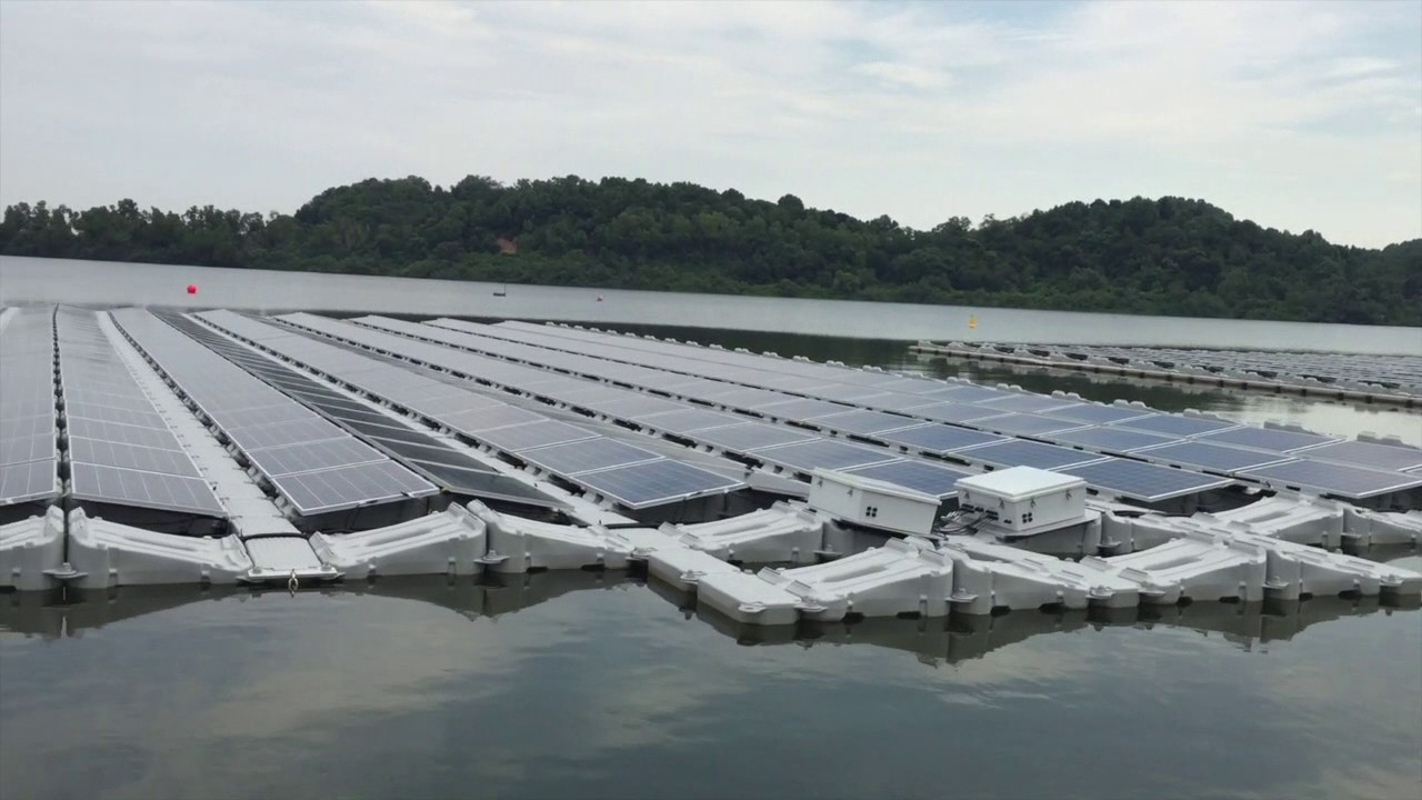 HDB's modular system has been deployed to support a floating solar system in Tengeh Reservoir, located in Tuas. Photo courtesy: Youtube