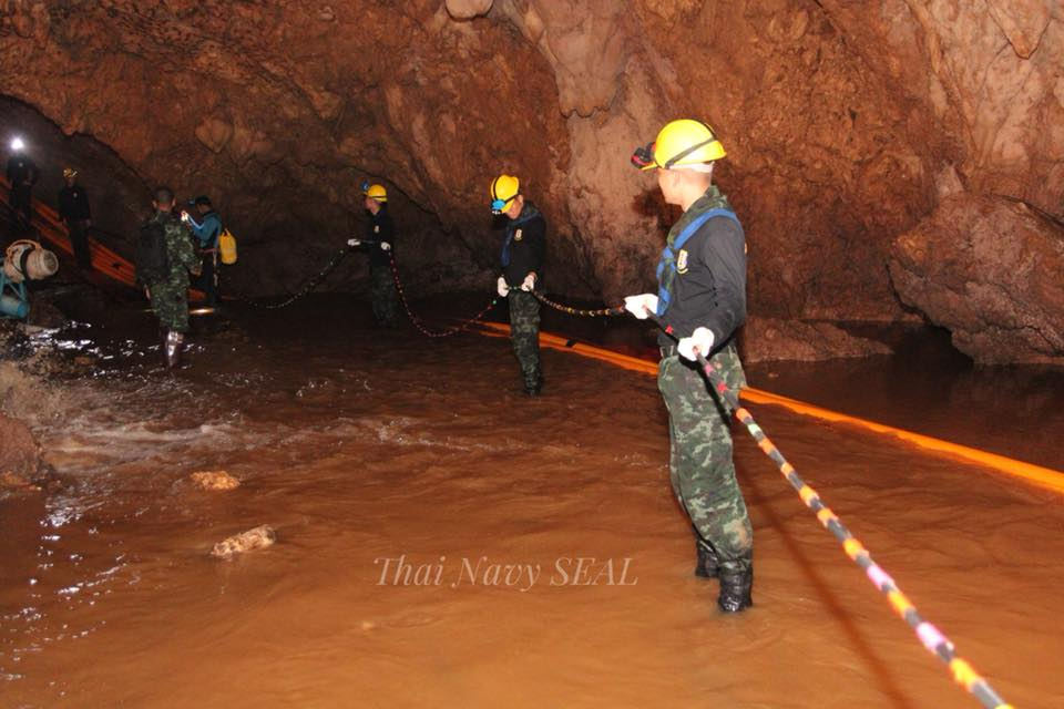 Thai Navy SEALs making arrangements for safe evacuation of 12 Thai boys and their football coach from the Tham Luang cave. Photo courtesy: Facebook page of Thai NavySEAL