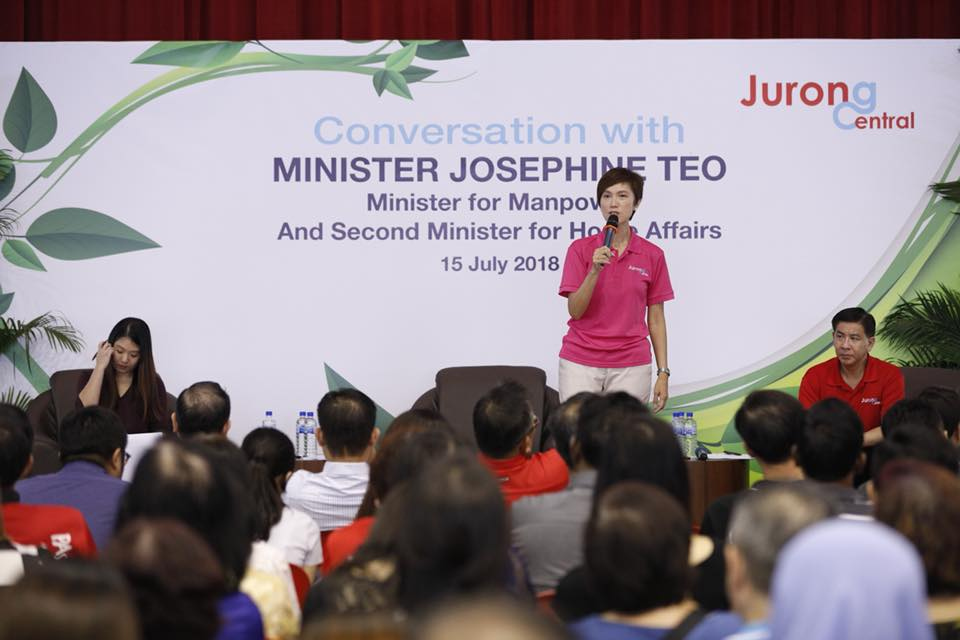 Josephine Teo interacting with the residents at Jurong Green Community Club. Photo courtesy: Facebook page of Minister Josephine Teo