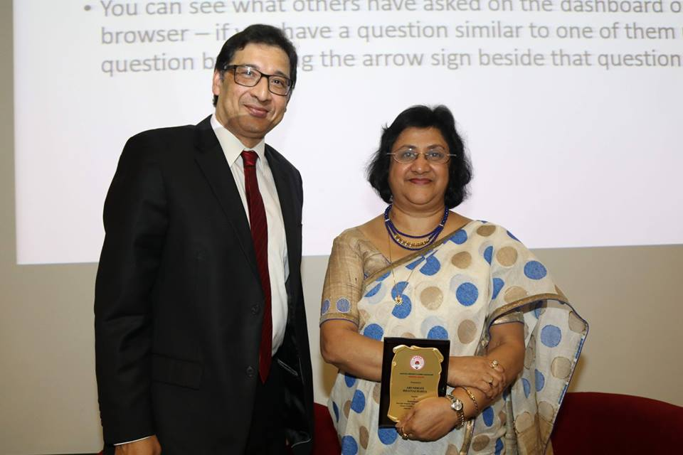 Former SBI Chairman Arundhati Bhattacharya (right) with an award presented to her by Prof Nilanjan Sen of NTU, the President of Jadavpur University Alumni Association Singapore. Photo courtesy: Rahul Singh