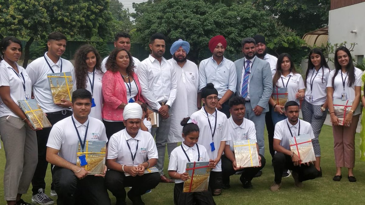 Capt Amarinder Singh, Chief Minister of Punjab, with the youth delegation from the UK. Photo courtesy: Twitter/@PunjabGovtIndia