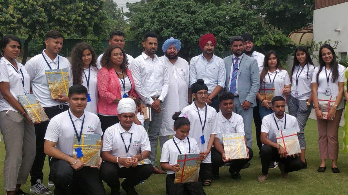 Capt Amarinder Singh, Chief Minister of Punjab, with the youth delegation from the UK. Photo courtesy: Twitter/@PunjabGovtIndia