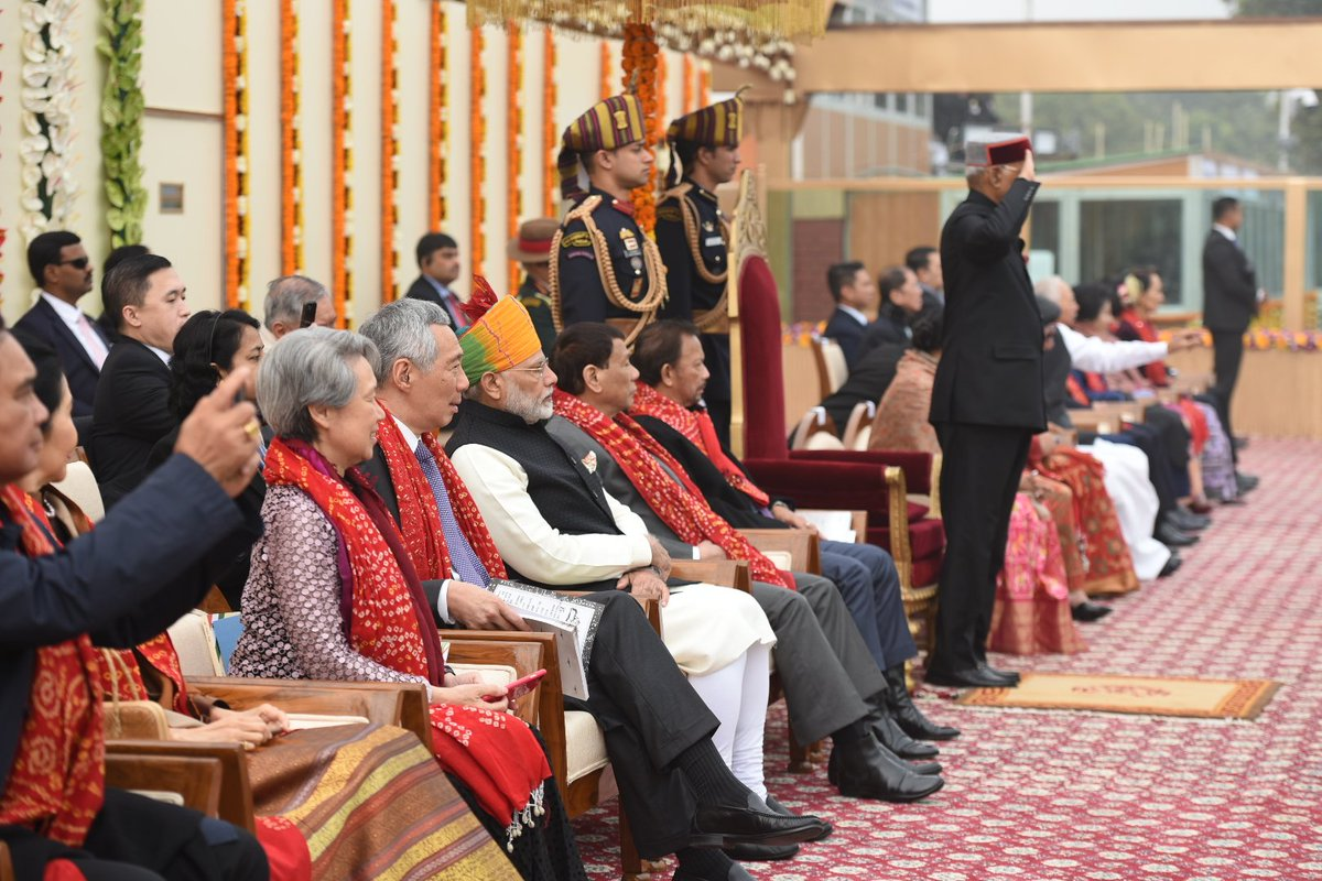 Indian PM Narendra Modi (wearing orange turban) with Singapore PM Lee Hsien Loong (to his left) and other ASEAN premiers during the Republic Day 2018 Parade. Photo courtesy: Twitter/@narendramodi