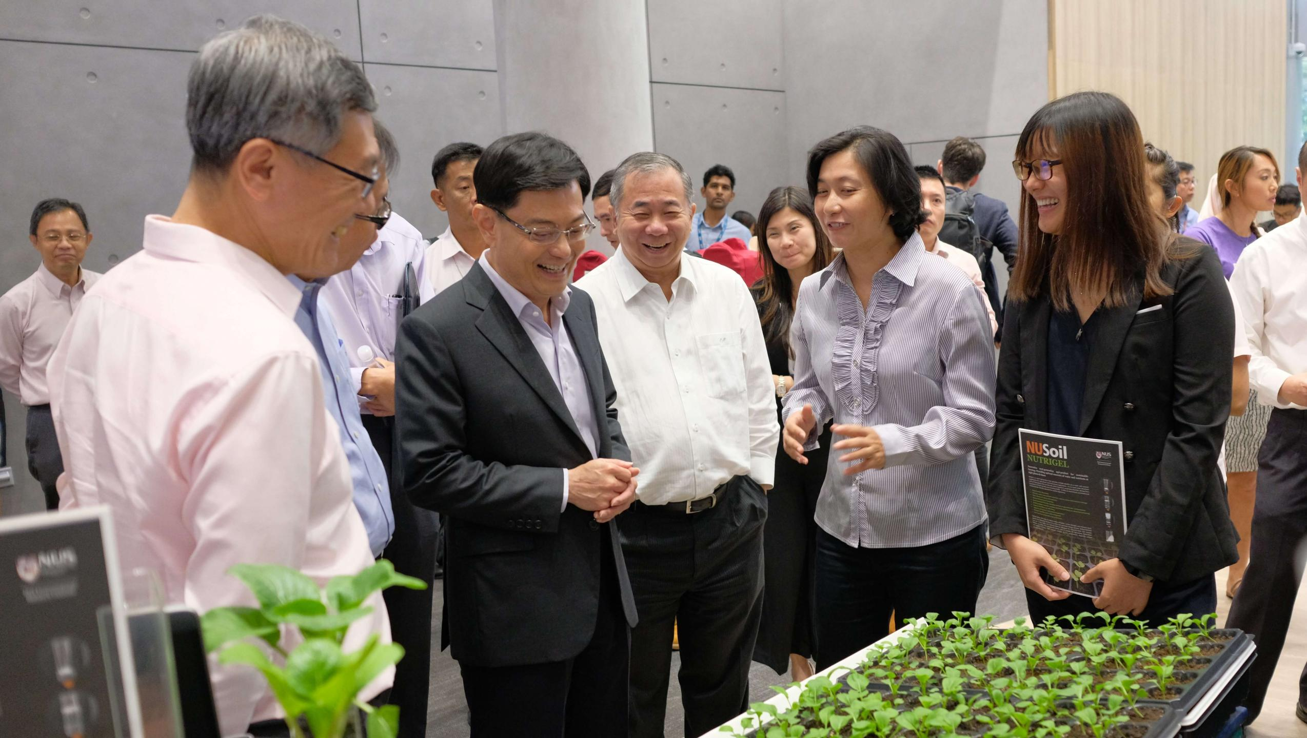 Mr Heng Swee Keat, Minister for Finance and Chairman of the National Research Foundation, viewing a display on NUSoil-Nutrigel, a start-up idea supported by the NUS Graduate Research Innovation Programme (NUS GRIP), during the launch of the new NUS innovation4.0 building. Photo courtesy: NUS