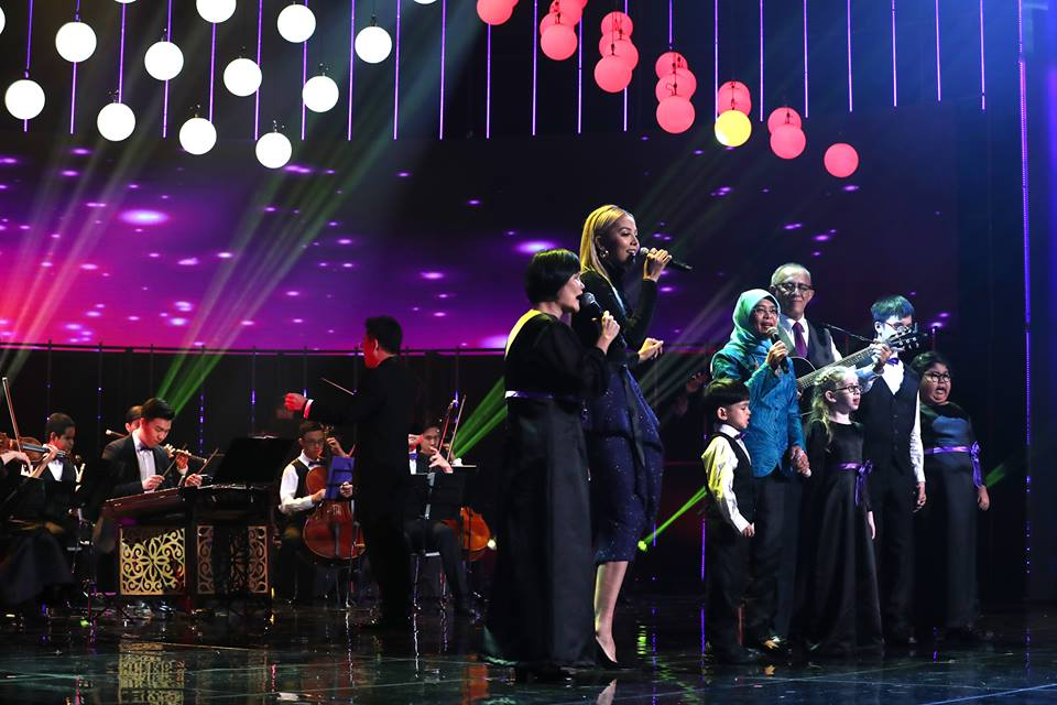 President of Singapore Halimah Yacob singing along with singer Aisyah Aziz, visually-handicapped singer Wai Yee and the Purple Choir Kids. Her husband Mohamed Abdullah Alhabshee plays the guitar along with the Purple Symphony, Singapore's largest inclusive orchestra that includes musicians with special needs. Photo courtesy: Facebook page of President Halimah
