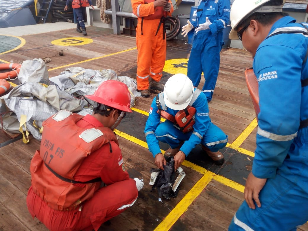 Rescue team members found the debris of Lion Air flight JT610.