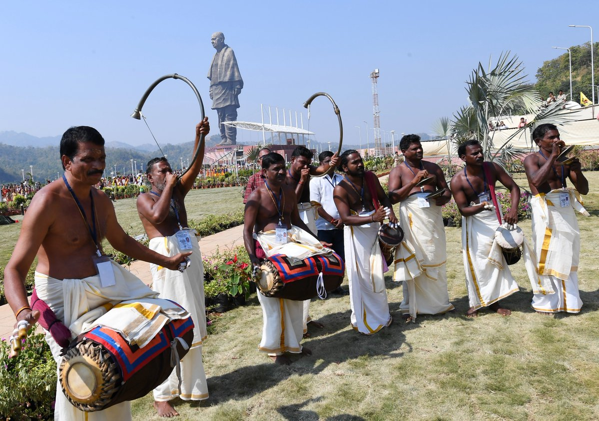 Artistsm performing during inaugural ceremony of statute of Sardar Vallabhbhai Patel in Gujarat (Photo courtesy: Narendra Modi, Twitter
