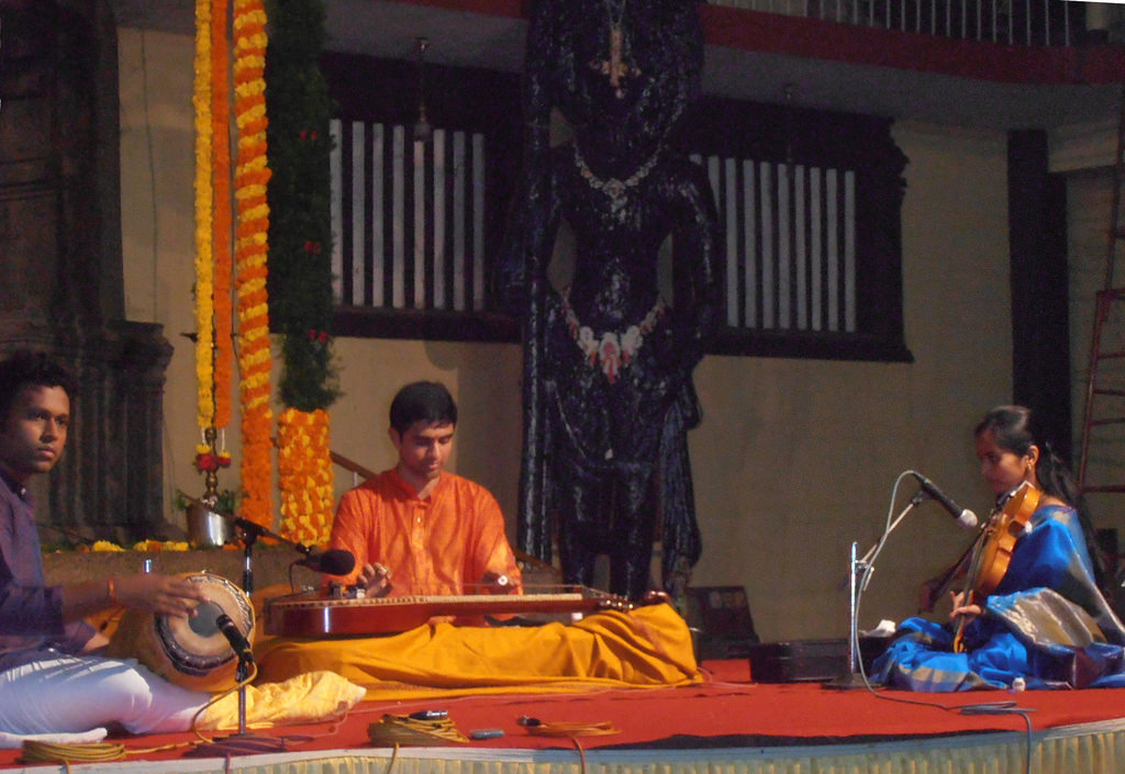 Vishaal Sapuram performing at Udupi Shri Krishna Temple in India. Photo courtesy: navachitravina.com