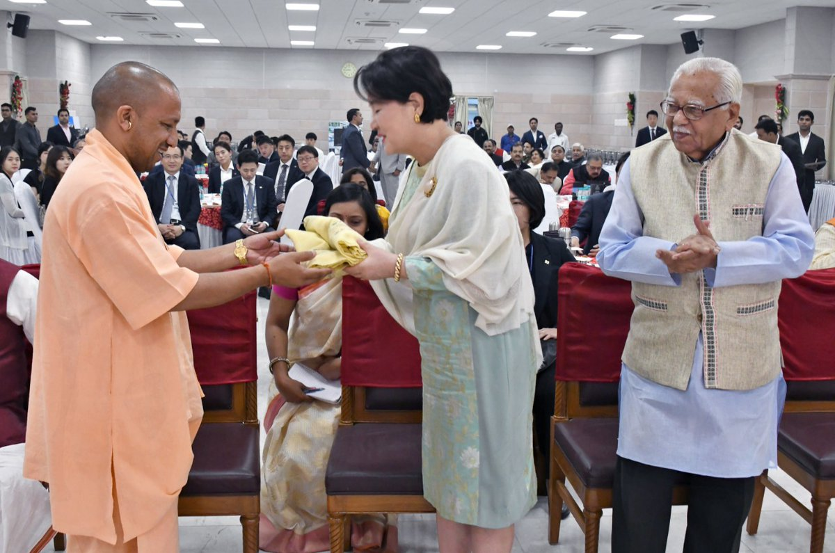 Chief Minister of Indian State of Uttar Pradesh Yogi Adityanath presenting angvastaram to First Lady of South Korea Kim Jung-sook while Governor Ram Naik (extreme right) looks on. Photo courtesy: Twitter@CMOfficeGoUP