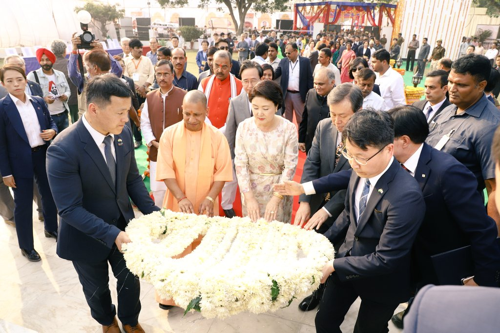South Korean First Lady Kim Jung-sook along with Chief Minister of Uttar Pradesh Yogi Adityanath at the ground breaking ceremony of Queen Hur Memorial Park in Ayodhya. Photo courtesy: Twitter@/MEAIndia