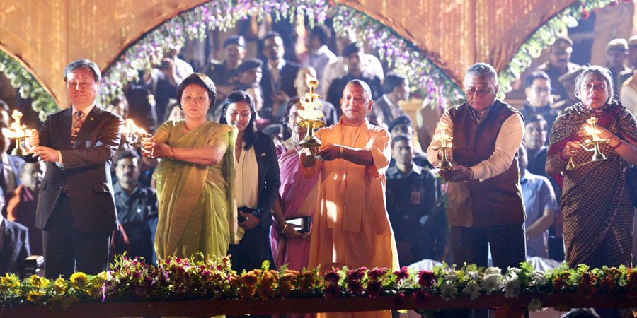 South Korean First Lady Kim Jung-sook and Chief Minister of Uttar Pradesh Yogi Adityanath performing aarti of river Saryu. Photo courtesy: Twitter/@myogiadityanath