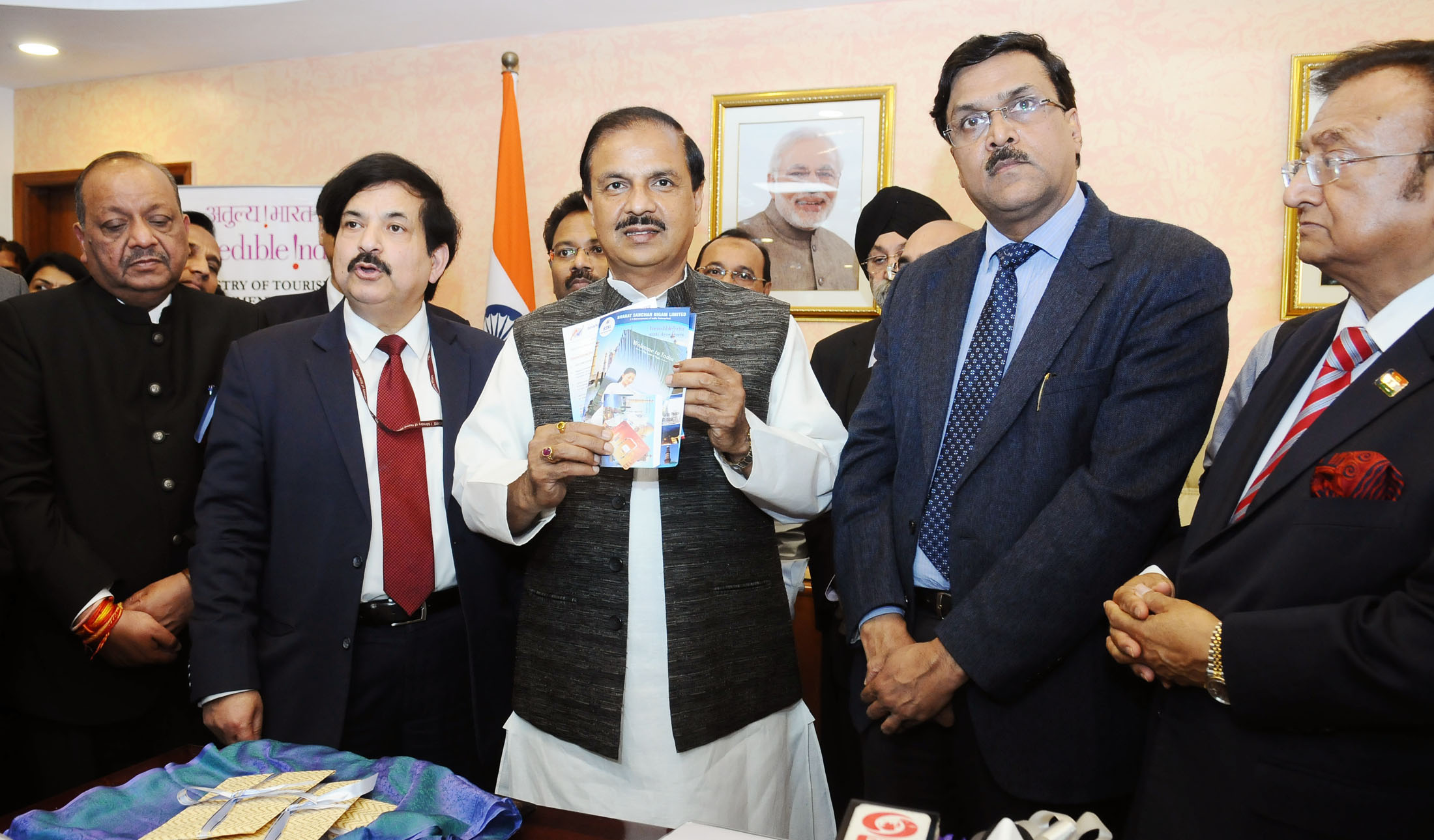 Minister of Culture Mahesh Sharma at the launch of free pre-loaded SIM Cards for tourists arriving in India on e-visa in New Delhi (Photo courtesy: Indian Ministry of Culture